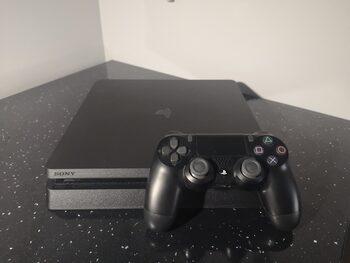 PS4 Slim + pultelis
