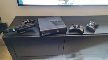Xbox 360 S, Black, 250GB + Kinect
