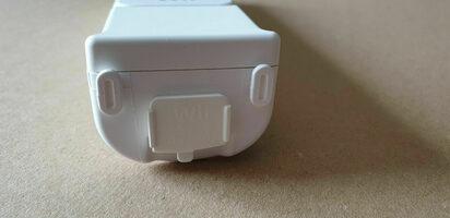 Baltas Nintendo Wii Pultelis RVL-003 Su Motion Plus Adapteriu RVL-026