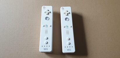 2x. Balti Nintendo Wii Pulteliai RVL-003