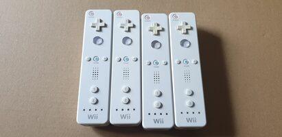 4x. Balti Nintendo Wii Pulteliai RVL-003